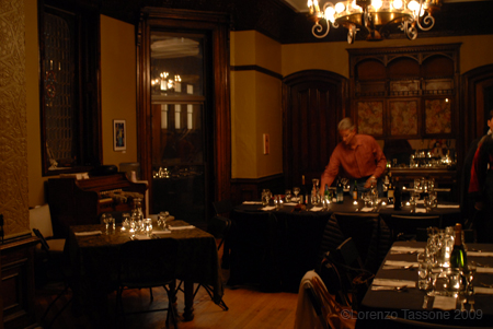 77 haunted mansion dining room haunted mansion for Haunted dining room ideas